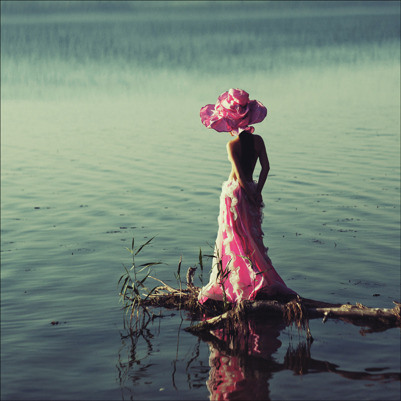 Девушка картина со спины