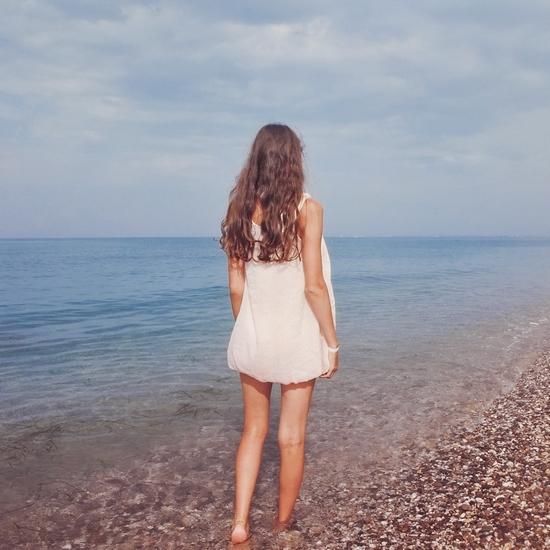 Хорошенькие девочки в коротких платьях 18 фотография