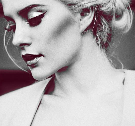 Черно белое фото блондинки