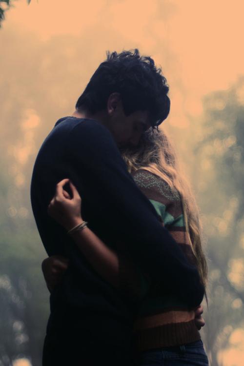 фото парень девушка обнимаются
